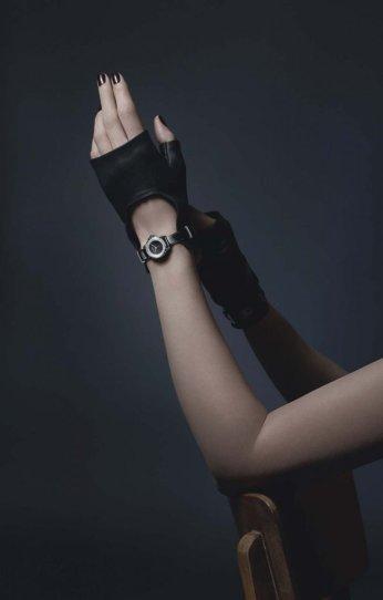 chanelj12xs_montre_gants_noirs