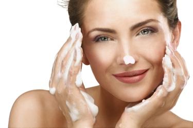 como-hacerse-una-limpieza-facial-profesional-en-casa-1.jpg