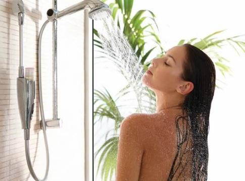 bañandose-mujer-bañandose.jpg