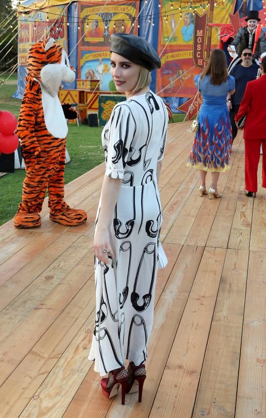 emma-roberts-moschino-show-2019_a9d53b7d.jpg
